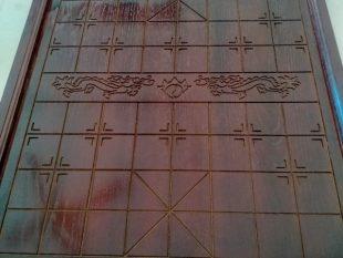 Bàn cờ tướng gỗ sồi nâu rồng 45x50cm