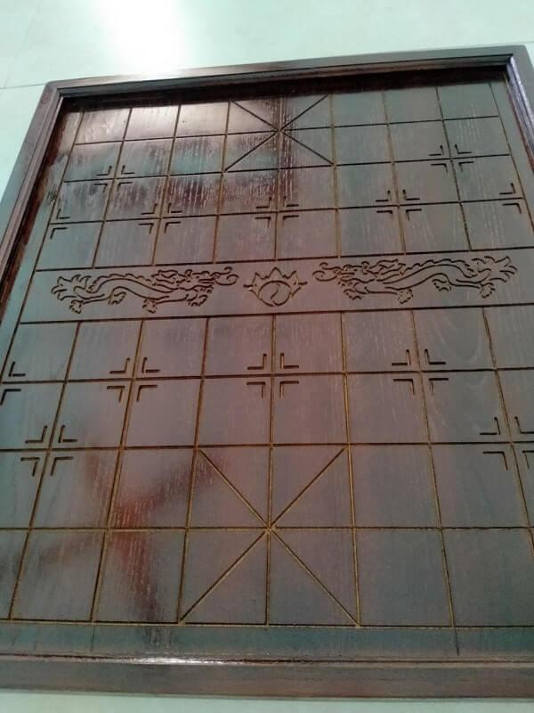 Bàn cờ tướng gỗ sồi đẹp nâu rồng 45x50cm