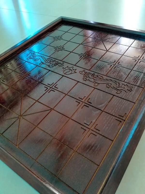 Bán bàn cờ tướng gỗ sồi nâu rồng 45x50cm